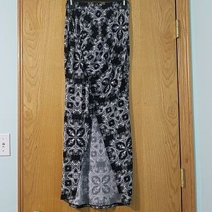 Black and white pattern maxi skirt with slit